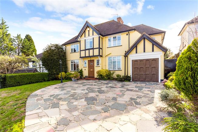 Guide Price £800,000, 5 Bedroom Detached House For Sale in South Croydon, CR2