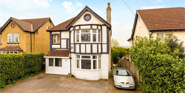 Guide Price £650,000, 4 Bedroom Detached House For Sale in Coulsdon, CR5