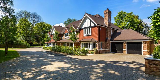 Asking Price £900,000, 4 Bedroom Semi Detached House For Sale in Surrey, CR3