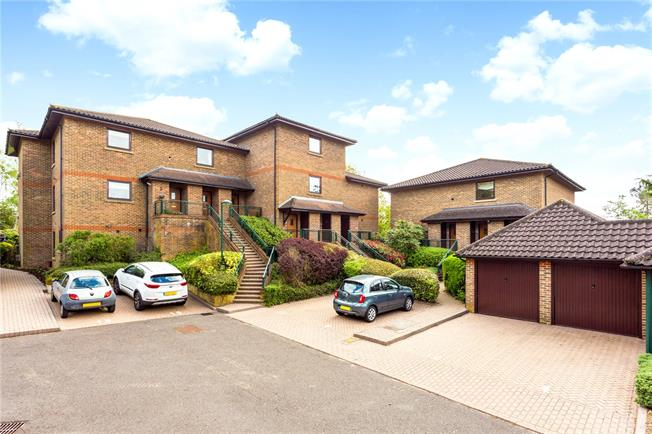 Guide Price £415,000, 2 Bedroom Flat For Sale in Surrey, CR3