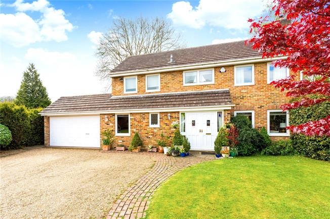 Guide Price £800,000, 4 Bedroom Detached House For Sale in Surrey, CR8
