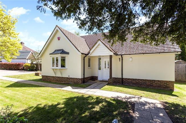 Guide Price £525,000, 2 Bedroom Bungalow For Sale in Surrey, CR3