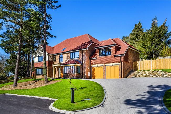 Guide Price £1,850,000, 6 Bedroom Detached House For Sale in Surrey, CR6