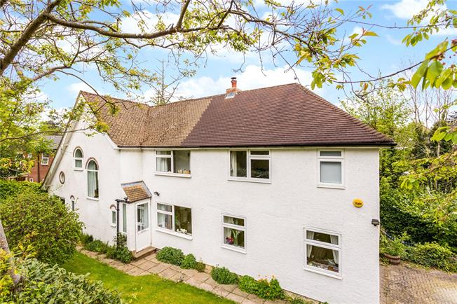 Guide Price £1,000,000, 4 Bedroom Detached House For Sale in Surrey, CR3