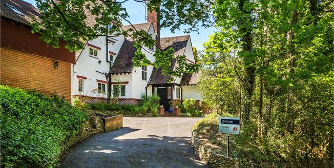 Guide Price £1,425,000, 6 Bedroom Detached House For Sale in Surrey, CR3