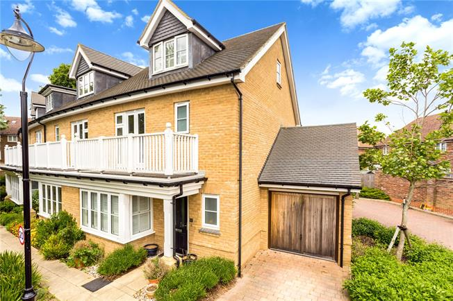 Guide Price £522,500, 3 Bedroom End of Terrace House For Sale in Surrey, CR3