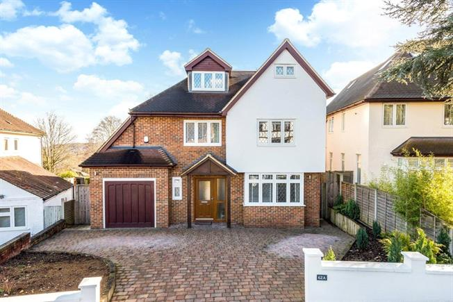 Guide Price £950,000, 6 Bedroom Detached House For Sale in Purley, CR8