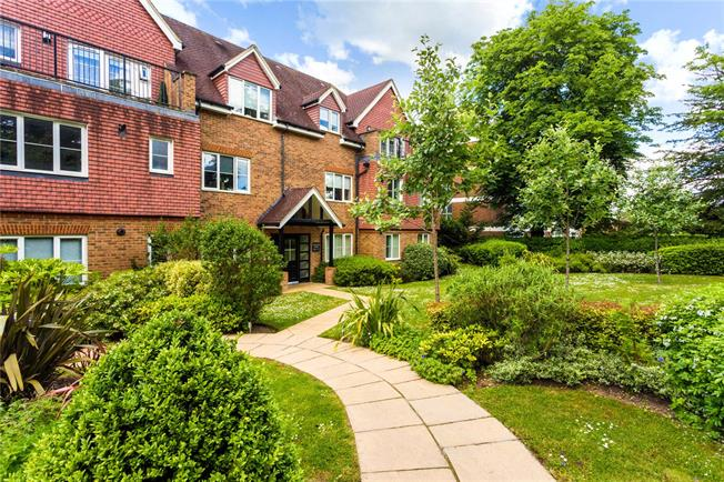 Asking Price £425,000, 2 Bedroom Flat For Sale in Caterham, CR3