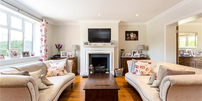 Guide Price £1,250,000, 4 Bedroom Detached House For Sale in South Croydon, CR2