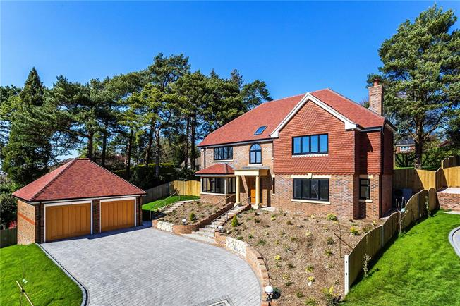 Asking Price £1,500,000, 5 Bedroom Detached House For Sale in Surrey, CR6
