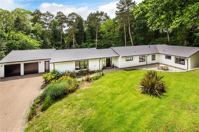 Guide Price £1,600,000, 5 Bedroom Detached House For Sale in East Grinstead, Surrey, RH19