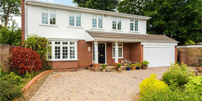 Guide Price £800,000, 4 Bedroom Detached House For Sale in Kenley, CR8