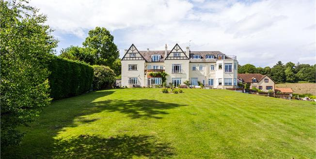 Guide Price £450,000, 2 Bedroom Flat For Sale in Godstone, Surrey, RH9