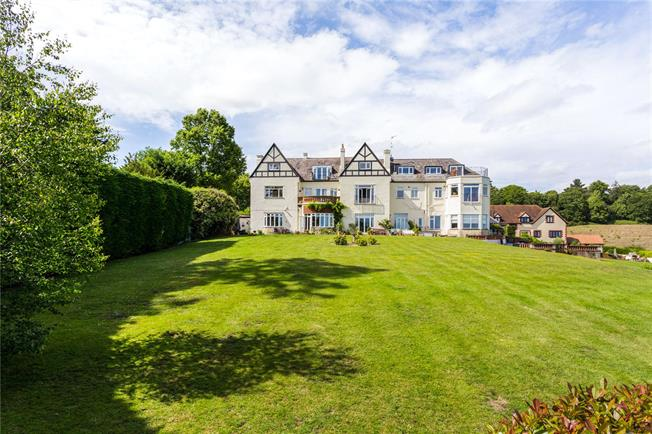 Guide Price £450,000, 2 Bedroom Flat For Sale in Godstone, Surrey, RH9