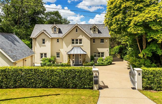 Guide Price £1,899,995, 5 Bedroom Detached House For Sale in Woldingham, CR3