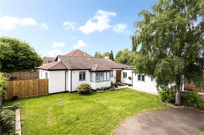 Guide Price £650,000, 3 Bedroom Bungalow For Sale in Warlingham, CR6