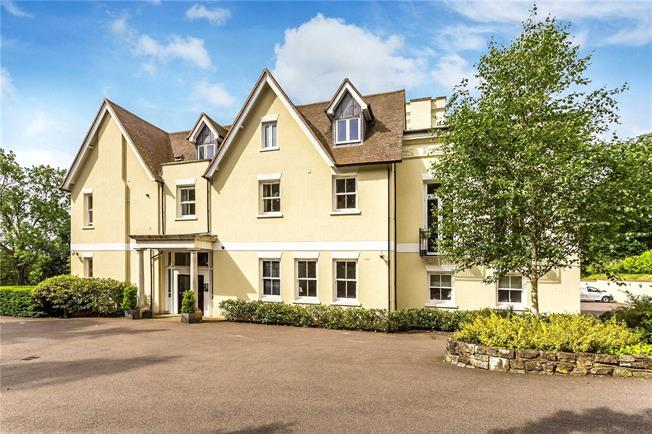 Guide Price £400,000, 2 Bedroom Flat For Sale in Nutfield, RH1