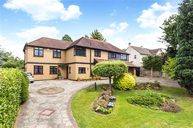 Guide Price £1,250,000, 6 Bedroom Detached House For Sale in Coulsdon, CR5
