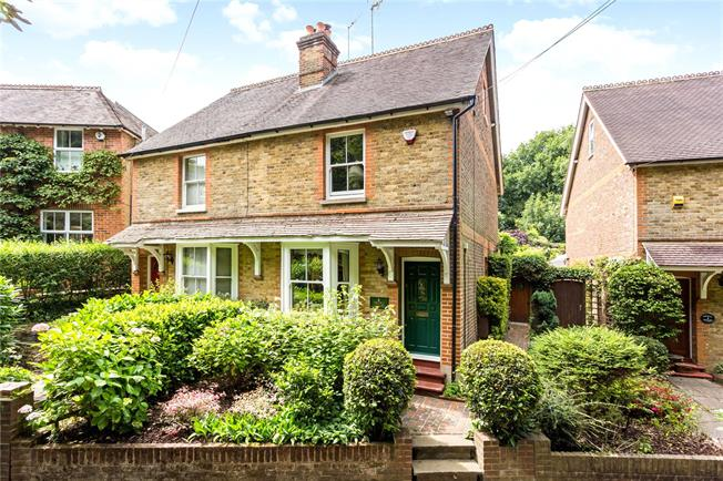Guide Price £495,000, 3 Bedroom Semi Detached House For Sale in Bletchingley, RH1