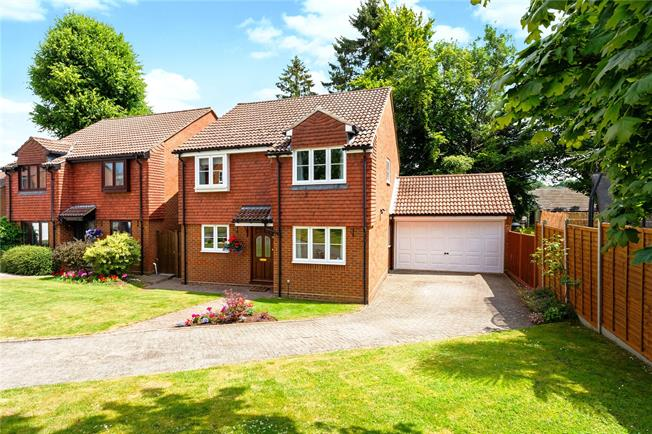 Guide Price £625,000, 4 Bedroom Detached House For Sale in Kenley, CR8