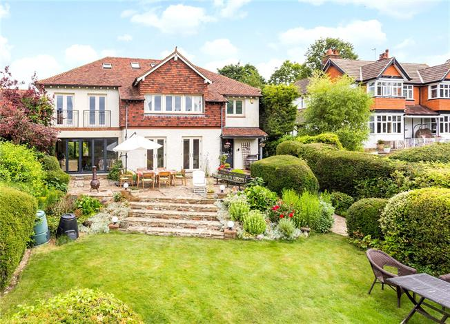 Guide Price £1,250,000, 5 Bedroom Detached House For Sale in South Croydon, CR2
