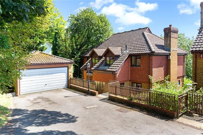 Guide Price £650,000, 4 Bedroom Detached House For Sale in Surrey, CR6