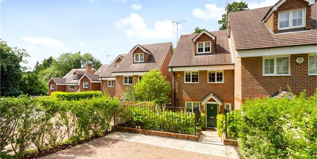 Guide Price £550,000, 3 Bedroom Semi Detached House For Sale in Surrey, CR3