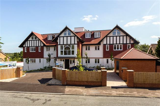 Guide Price £470,000, 2 Bedroom Flat For Sale in Surrey, CR3