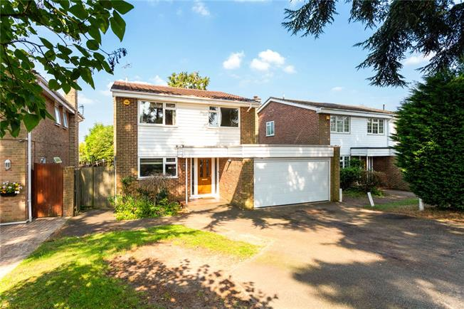 Guide Price £700,000, 4 Bedroom Detached House For Sale in Surrey, CR6