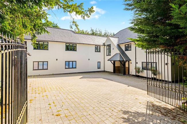 Guide Price £1,595,000, 6 Bedroom Detached House For Sale in Surrey, CR8