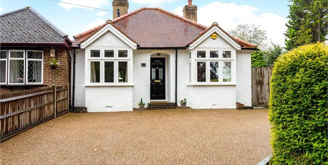 Guide Price £475,000, 2 Bedroom Bungalow For Sale in Surrey, CR3