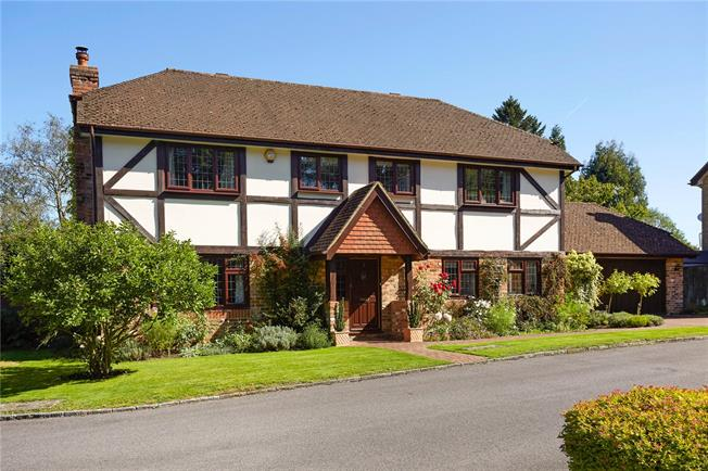 Guide Price £900,000, 5 Bedroom Detached House For Sale in Surrey, CR3