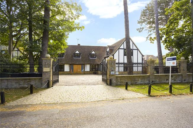 Guide Price £1,245,000, 5 Bedroom Detached House For Sale in Surrey, CR6