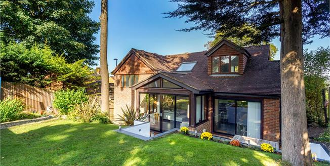 Guide Price £800,000, 4 Bedroom Detached House For Sale in Purley, CR8