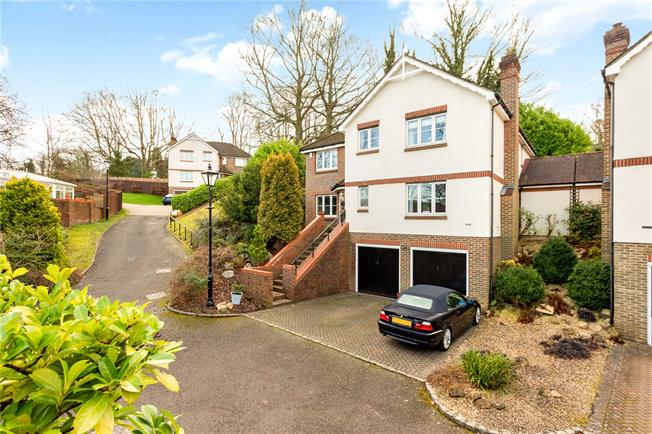 Guide Price £800,000, 5 Bedroom Detached House For Sale in Surrey, CR3