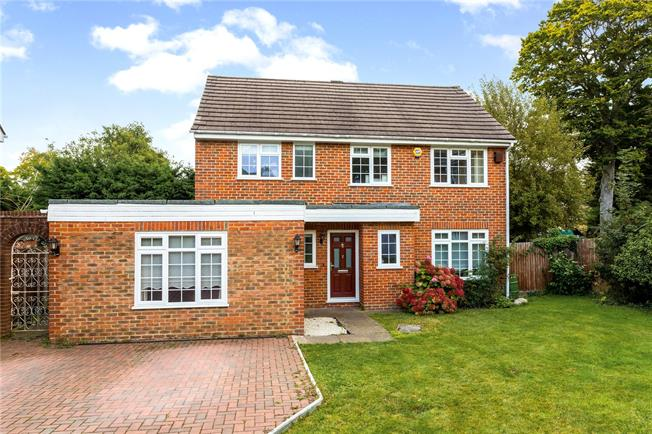 Guide Price £750,000, 4 Bedroom Detached House For Sale in Kenley, CR8