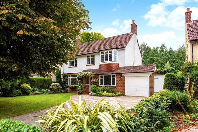 Guide Price £700,000, 4 Bedroom Detached House For Sale in Surrey, CR8