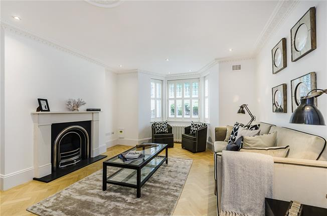 Asking Price £1,100,000, 2 Bedroom Flat For Sale in London, SW10