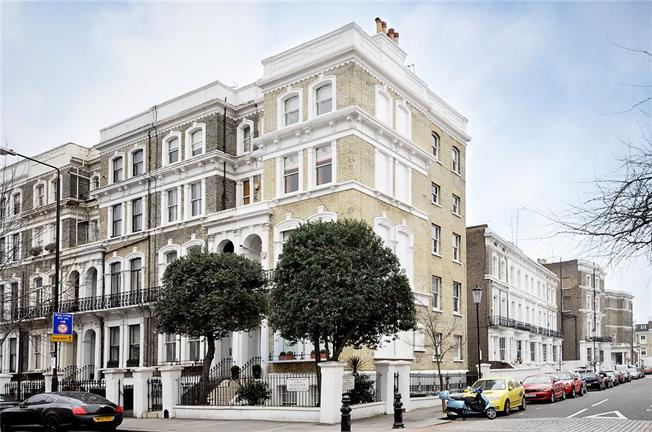 Asking Price £769,995, 2 Bedroom Flat For Sale in London, SW10