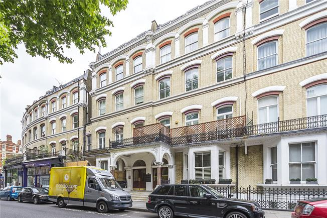 Asking Price £899,000, 2 Bedroom Flat For Sale in London, SW5
