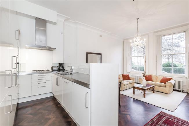 Asking Price £965,000, 2 Bedroom Flat For Sale in London, SW5