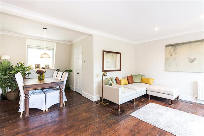 Asking Price £1,095,000, 3 Bedroom Flat For Sale in London, SW10