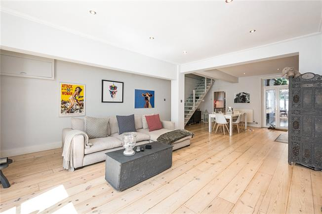 Asking Price £1,250,000, 2 Bedroom Flat For Sale in London, SW10