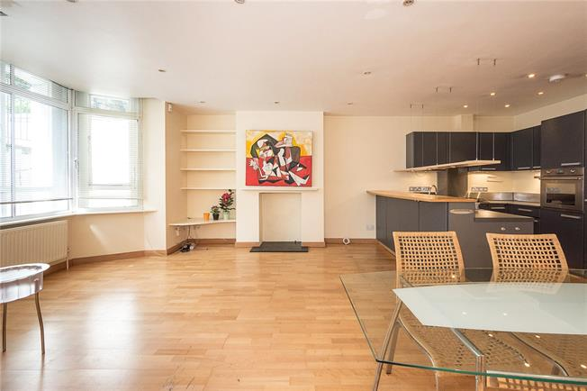 Asking Price £680,000, 2 Bedroom Flat For Sale in London, SW10