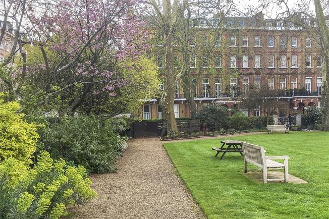 Asking Price £995,000, 2 Bedroom Flat For Sale in London, SW5