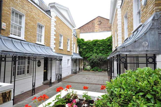 Asking Price £2,400,000, 4 Bedroom House For Sale in London, SW3
