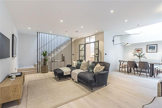 Asking Price £1,695,000, 3 Bedroom Flat For Sale in London, SW10