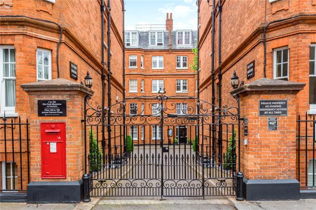 Asking Price £875,000, 2 Bedroom Flat For Sale in London, SW10