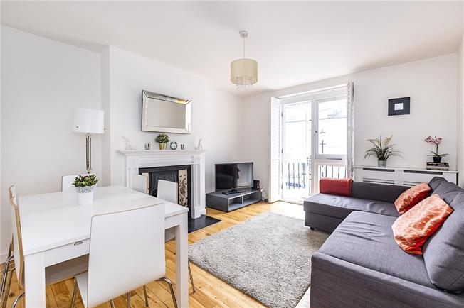 Asking Price £850,000, 3 Bedroom Flat For Sale in London, SW10