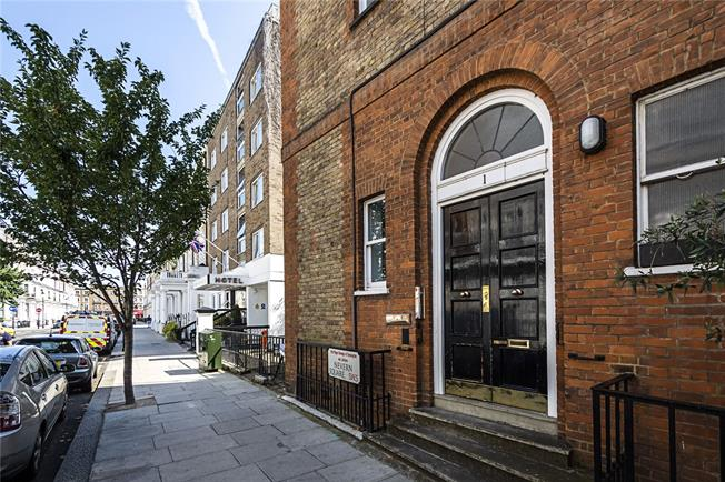 Asking Price £895,000, 2 Bedroom Flat For Sale in London, SW5